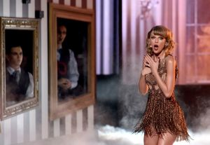 taylor-swift-performs-at-2014-american-music-awards-in-los-angeles_10