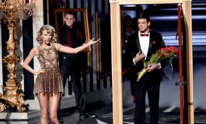 taylor-swift-performs-at-2014-american-music-awards-in-los-angeles_13