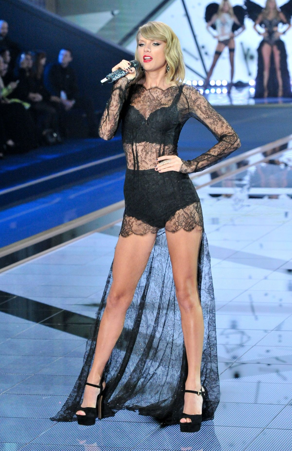pictures Taylor Swift Modeling Lingerie