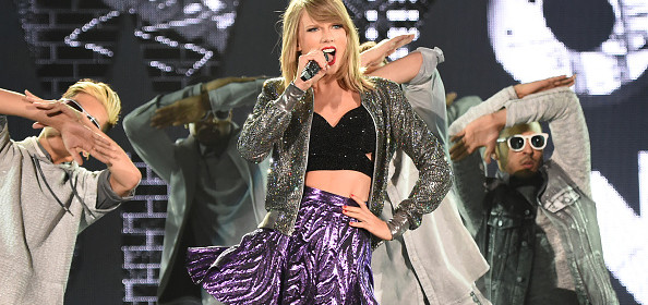high quality pictures of taylor swift performing at the 1989 tokyo tour