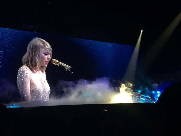 performances by taylor swift at 1989 tokyo tour