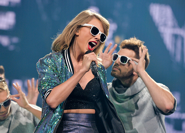 taylor swift 1989 fastest selling album in over 10 years
