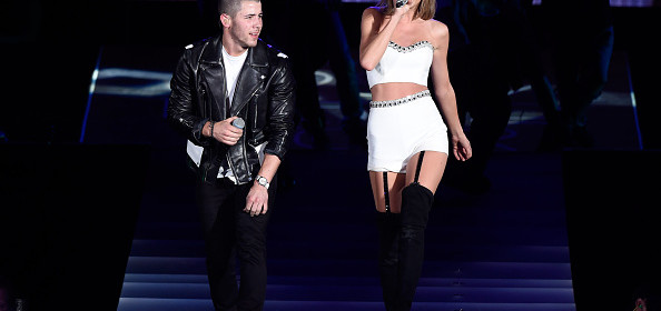 nick jonas taylor swift perform jealous on 1989 world tour