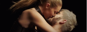 zayn and gigi hadid make out in pillowtalk music video