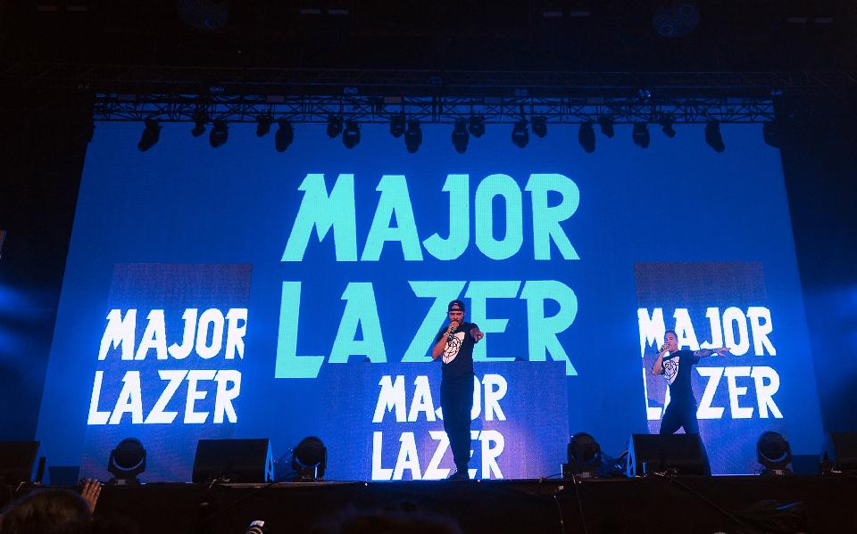 major lazer ft sia head up high gonna fight