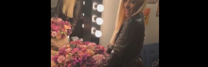 taylor swift sends flowers to cardi b bodak yellow
