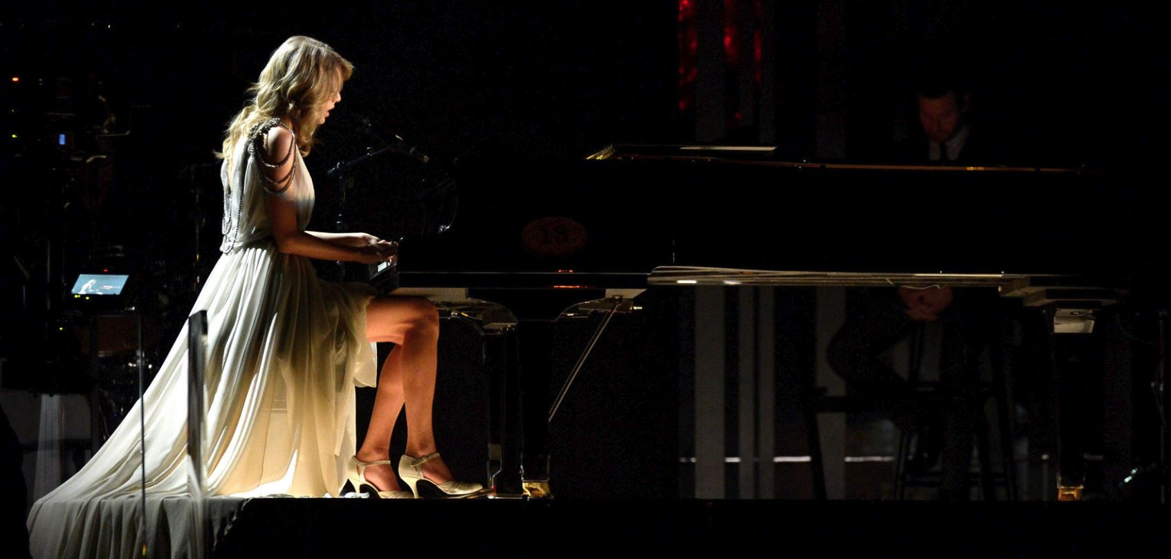 taylor swift all too well lyrics review song meaning