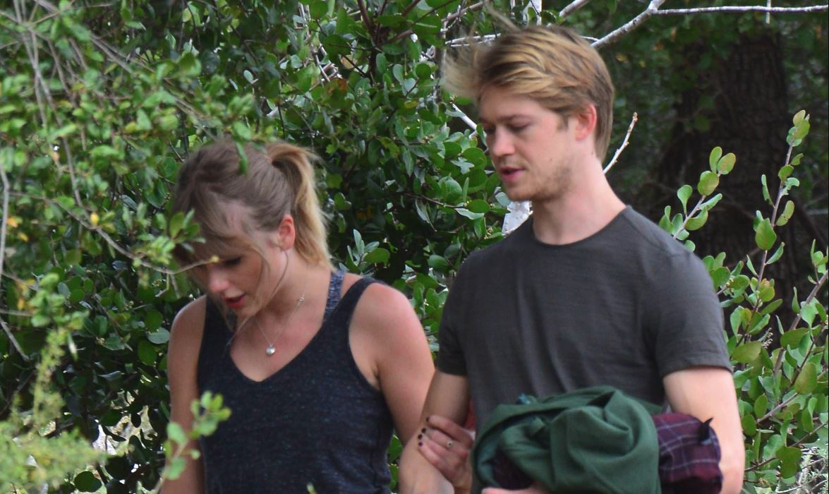 taylor swift joe alwyn hike public