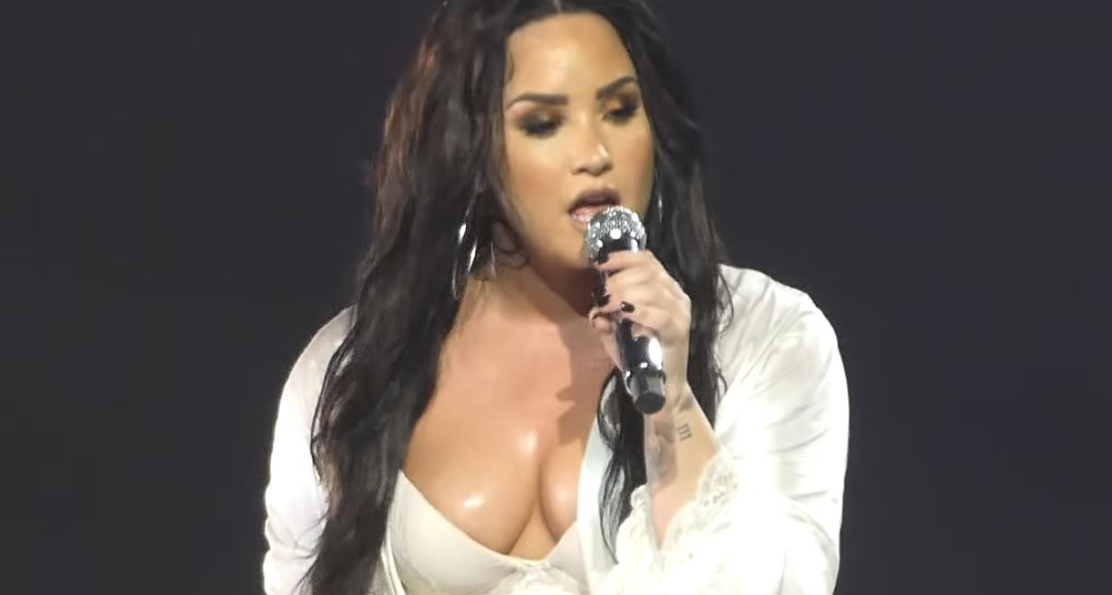 demi lovato sexy hot live lonely